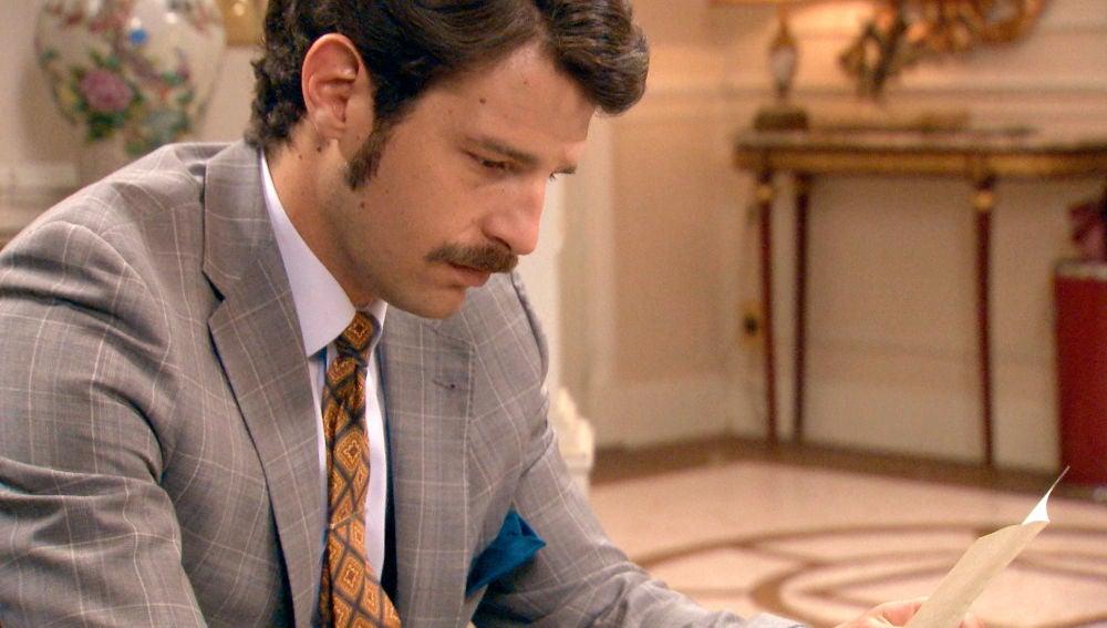 Carlos se derrumba ante la carta de Ana