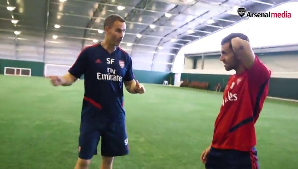 La impagable cara de Dani Ceballos cuando le hablan en inglés durante su primer entrenamiento con el Arsenal