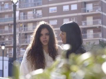 Raquel y Sergio emocionados al ver a sus madres