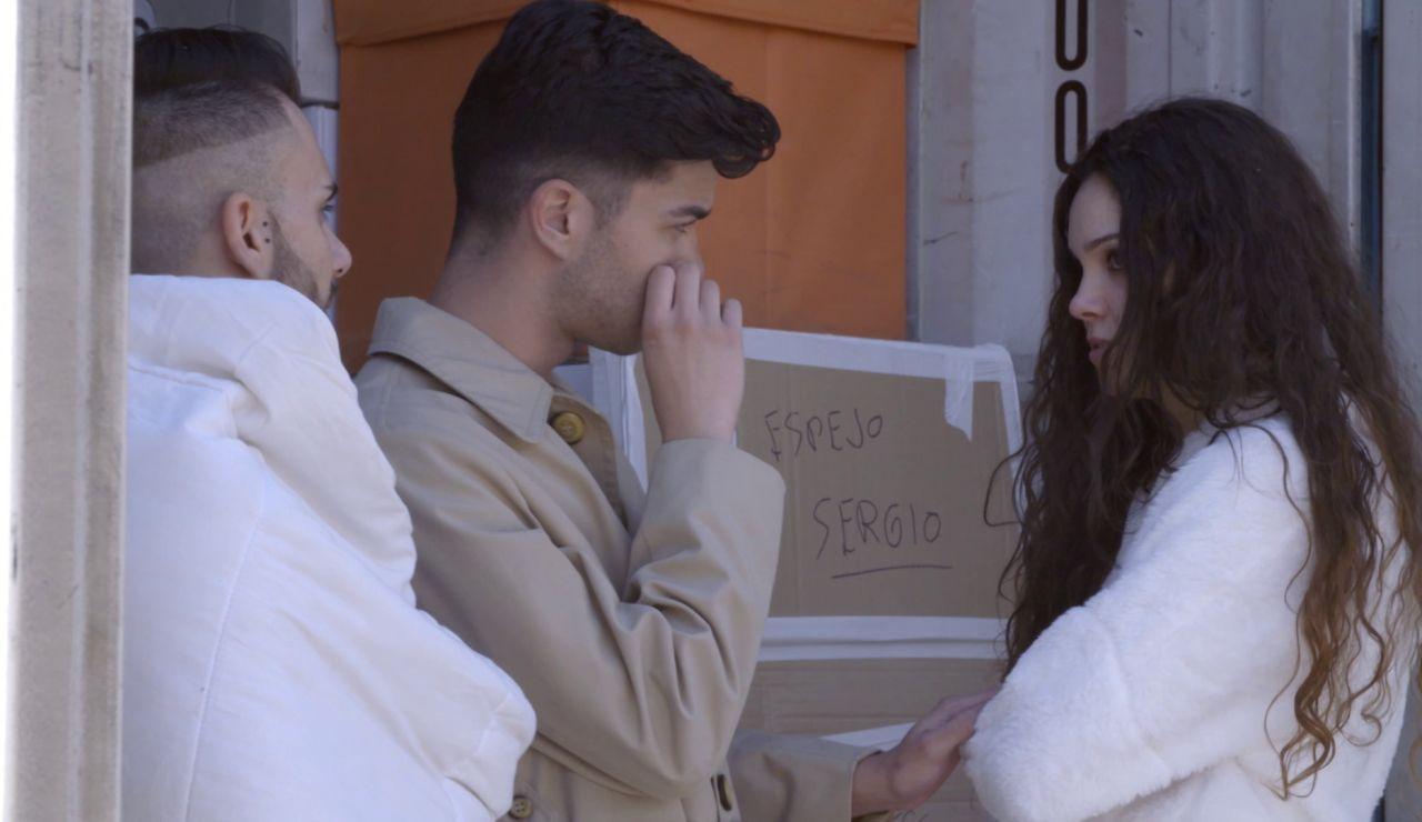 El tenso momento de Raquel, Juanjo y Sergio  a la hora de coger los objetos de 'El contenedor'