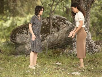 Lola y Marcela llevan a cabo la parte más importante del plan