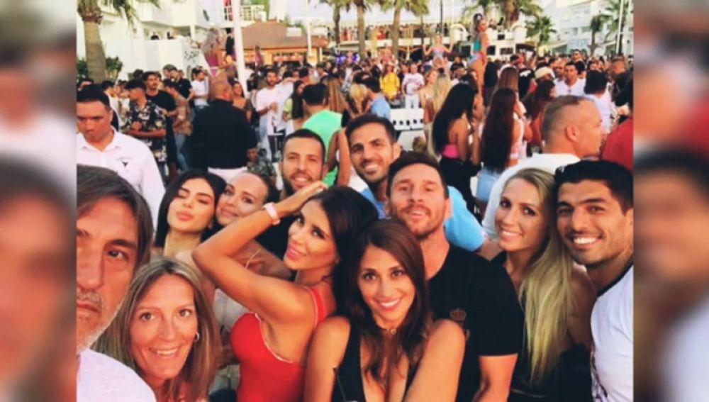 La gran fiesta de Leo Messi, Suárez, Jordi Alba y Fábregas durante sus vacaciones en Ibiza