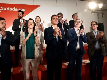 El líder de Ciudadanos, Albert Rivera, con la nueva Ejecutiva del partido