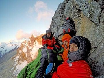 Los Pou, en su 'dormitorio' en el pico Cashan