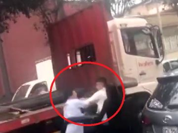 Brutal pelea de un futbolista peruano