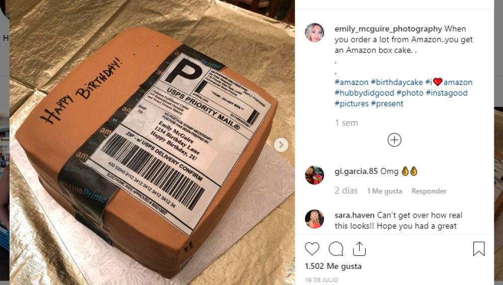 Tarta con forma de paquete de Amazon