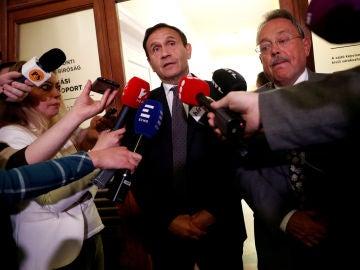 Tamás Gyárfás, saliendo de los juzgados