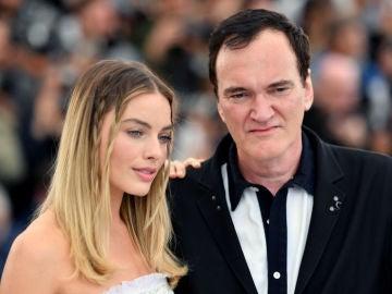 Margot Robbie junto a Quentin Tarantino