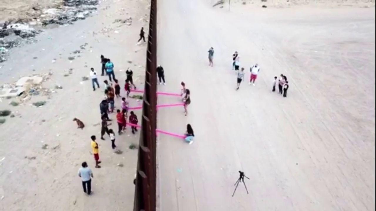 Instalan Varios Columpios En La Frontera Entre EEUU Y