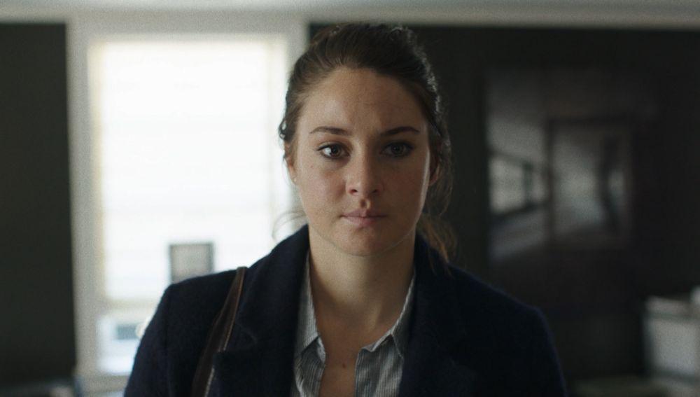 Jane no lo soporta más y acude sola a conocer a su violador
