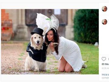 Una modelo se casa con su perro