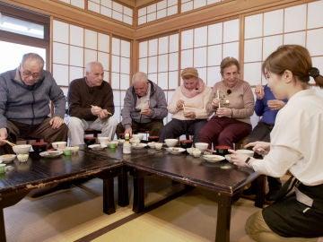"""El hilarante desayuno japonés de los viajeros: """"¡Qué hemos hecho para que nos des este castigo!"""""""