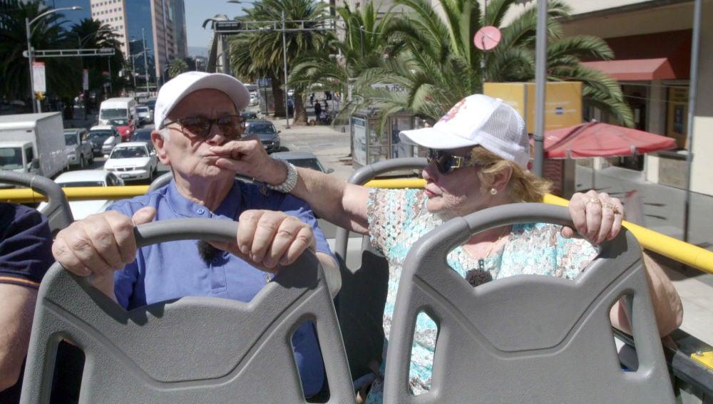 El enfado de Antonio porque no le dejan escuchar al guía del bus turístico en Ciudad de México