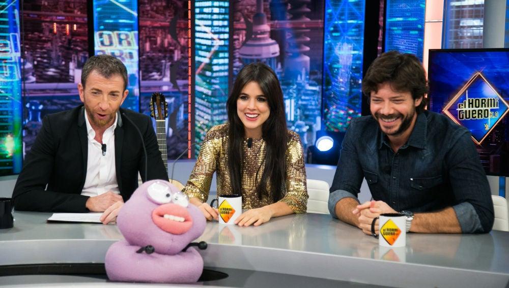 Adriana Uguarte y Álvaro Morte viajan al pasado en su divertida entrevista en 'El Hormiguero 3.0'
