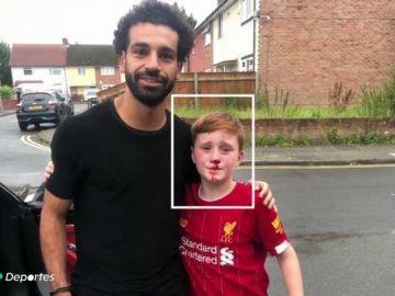 El aplaudido gesto de Salah con un niño que se rompió la nariz al pedirle una foto