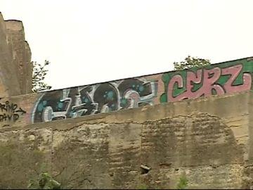Aparecen pintadas en las murallas de Sagunto, una construcción de la época romana