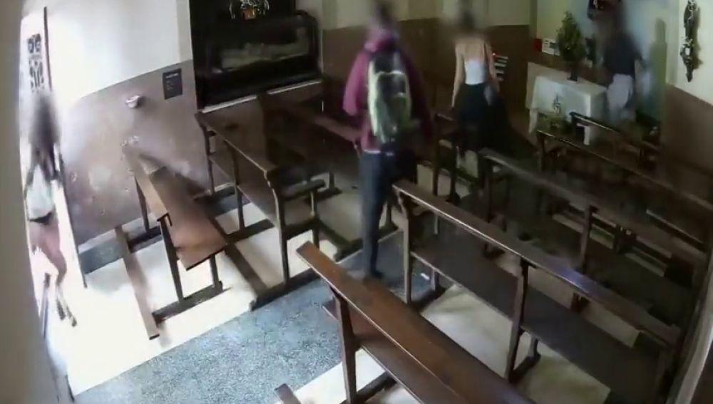 Los Mossos buscan a cuatro jóvenes que robaron un Cristo de la capilla de la Pietat de Berga