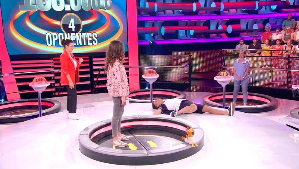 El flexible y extraño baile de un concursante en '¡Ahora caigo!'