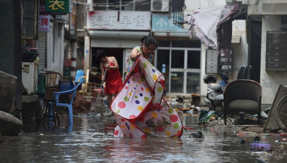 Aumentan las víctimas por el tifón Lekima