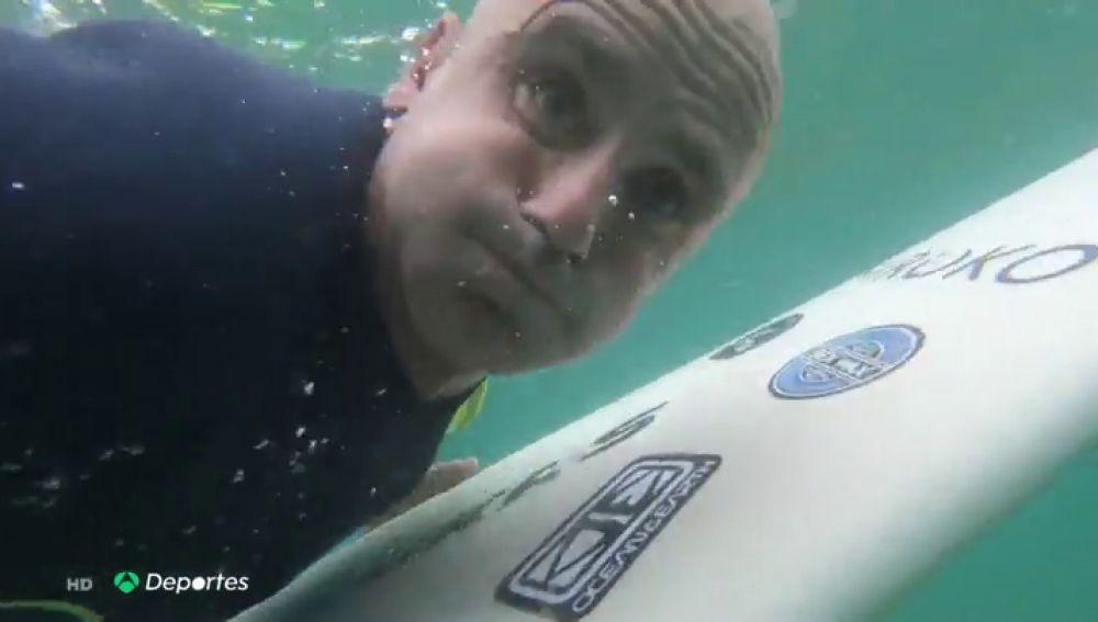 La inspiradora historia de superación de Aitor Francesena, el surfista ciego campeón del mundo