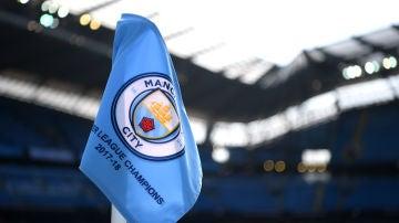 La bandera del Manchester City en el Etihad Stadium
