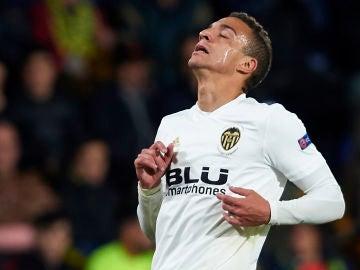 Rodrigo Moreno con la camiseta del Valencia CF