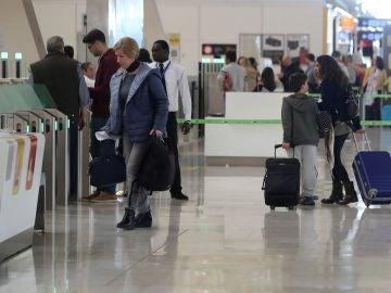 Movimiento de viajeros en el aeropuerto Adolfo Suárez Madrid-Barajas