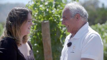 El sueño cumplido de Antonio: pasear por los viñedos de Chile y en compañía de su nieta Nerea