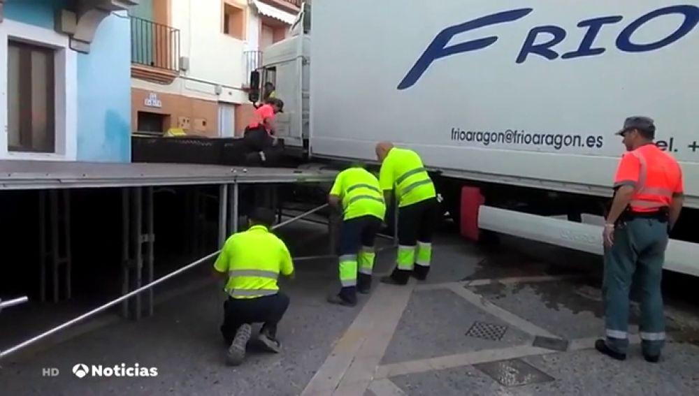 Resultado de imagen para Un camión frigorífico se queda atrapado en una calle de Ablitas