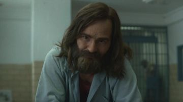 Damon Herriman como Charles Manson en 'Mindhunter'