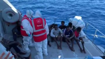REEMPLAZO Los 27 menores no acompañados a bordo del Open Arms son evacuados a Lampedusa