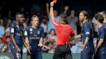 El colegiado Estrada Fernández expulsa a Luka Modric