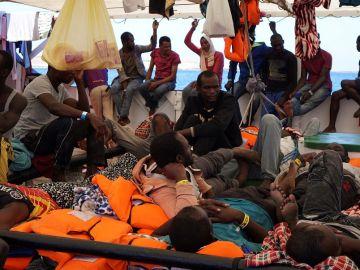 Imagen de los migrantes a bordo del Open Arms
