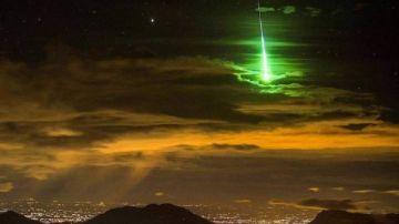 La primera gran bola de fuego del 2021 ilumina el cielo de Sevilla y Cádiz