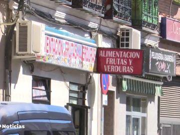 Los vecinos de Vallecas, hartos de la basura, el alcohol y el ruido