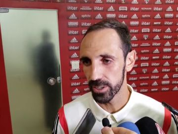 Juanfran se atreve con la prensa brasileña... ¡en un perfecto 'portuñol'!