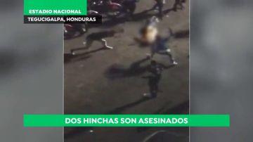 Duras imágenes: matan a golpes a dos hinchas en Honduras