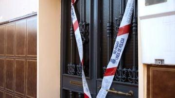 La puerta de la vivienda donde ocurrieron los hechos