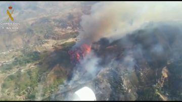 La Guardia Civil toma imágenes aéreas del incendio de Gran Canaria en un vuelo de reconocimiento