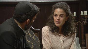 Esther y don Berengario en 'El secreto de Puente Viejo'