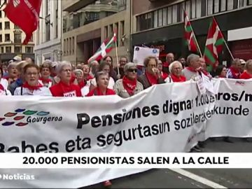 Miles de pensionistas se manifiestan en Bilbao pidiendo pensiones dignas