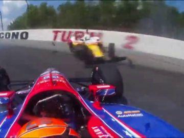 Pone los pelos de punta: el brutal accidente de varios coches en la IndyCar