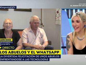 Abuelos felicitando a su nieta por whatsapp