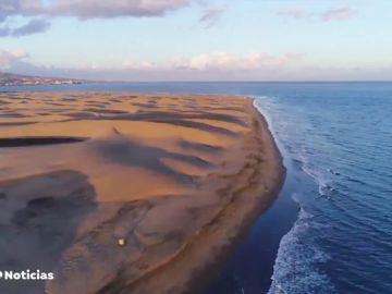 Detenidos dos turistas por llevarse 40 botellas de arena de una playa de Cerdeña