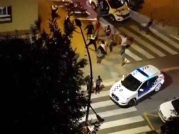 Detenidos por agredir a dos agentes que retiraban un coche mal estacionado en Mataró
