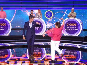 Jorge Fernández y María Dolores alegran el plató de 'El juego de los anillos' bailando unas sevillanas