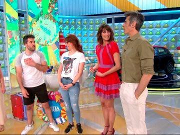 """Un concursante de 'La ruleta de la suerte' compite contra Laura Moure por la """"delantera"""""""