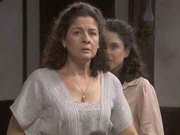 Marina, insegura, cae en la trampa de su hija