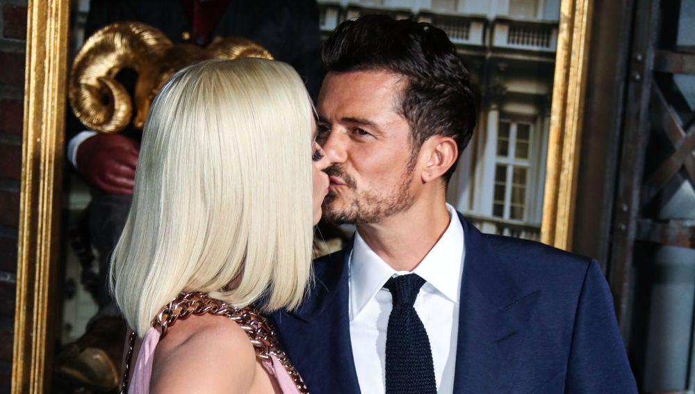 El beso de Katy Perry y Orlando Bloom