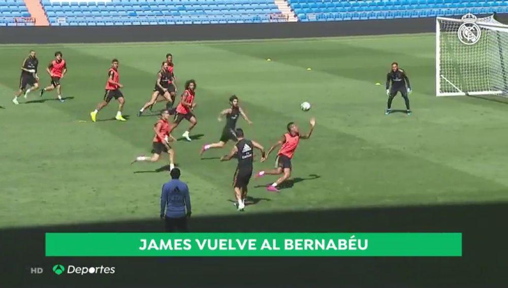 El Real Madrid se entrena en el Bernabéu: James sonr
